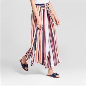 Wide leg striped pants, tie waist.